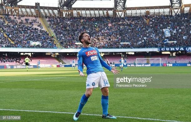 NAPLES, ITALY - JANUARY 28: Dries Mertens of SSC Napoli celebrates after scoring the 2-1 goal during the serie A match between SSC Napoli and Bologna FC at Stadio San Paolo on January 28, 2018 in Naples, Italy. (Photo by Francesco Pecoraro/Getty Images)
