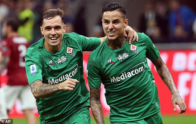 19084116-7518591-Erick_Pulgar_and_Pol_Lirola_celebrate_during_Fiorentina_s_3_1_wi-a-4_1569800253413