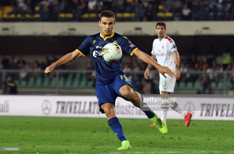 VERONA, ITALY - SEPTEMBER 15: Valerio Verre of Hellas Verona in action during the Serie A match between Hellas Verona and AC Milan at Stadio Marcantonio Bentegodi on September 15, 2019 in Verona, Italy. (Photo by Alessandro Sabattini/Getty Images)