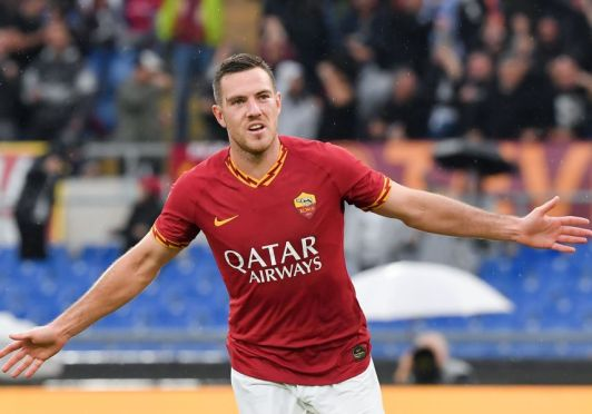 AS Roma's French midfielder Jordan Veretout celebrates after scoring a goal during the Italian Serie A football match between AS Roma and Napoli at the Olympic stadium in Rome, on November 2, 2019. (Photo by Tiziana FABI / AFP) (Photo by TIZIANA FABI/AFP via Getty Images)
