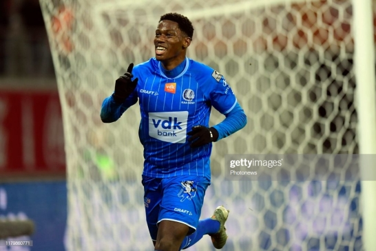 GENT, BELGIUM - NOVEMBER 3 : Jonathan David forward of KAA Gent celebrates scoring a penalty during the Jupiler Pro League match between KAA Gent and Standard de Liege in the Ghelamco Arena stadium on November 03, 2019 in Gent, Belgium, 3/11/2019 ( Photo by Nico Vereecken / Photo News via Getty Images)