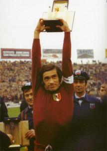 Paolo_Pulici_-_Torino_-_Serie_A_1975-76_top_scorer